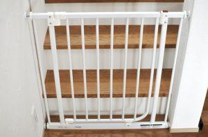子どもの階段転落防止 日本育児「ベビーズゲイト(ホワイト)」 扉開放機能付きを購入したよ!