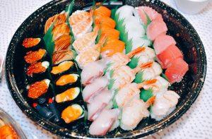 豊岡市寿町のお寿司のテイクアウトと宅配のお店「桃の季」のお寿司は、漁協で勤め上げた魚好きの父が美...
