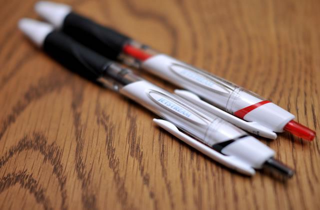 三菱鉛筆の書き心地滑らかなペン JETSTREAM(ジェットストリーム)