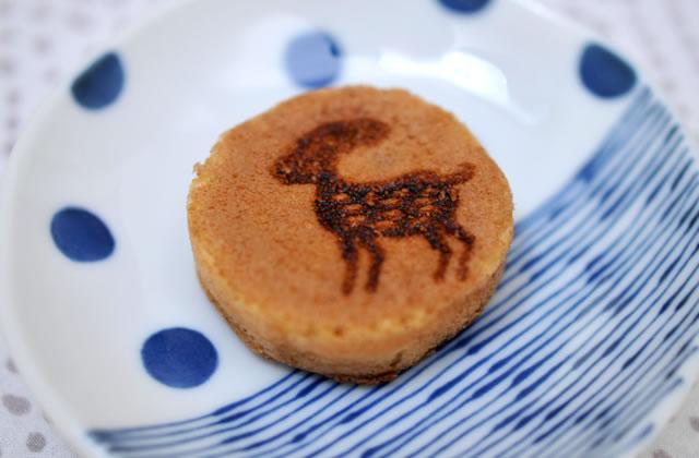 豊岡市元町にある和菓子屋「一柳堂」の鹿まんじゅう