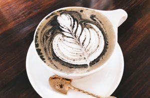 豊岡カフェ・「EAT」の「ブラックラテ」が美味い!