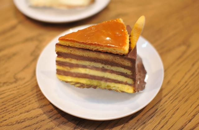 豊岡市若松町にあるケーキ屋「カタシマ KATASHIMA 豊岡店」の「豊岡店限定の塩バターミルクプリン」と「ドボストルテ」が美味い!