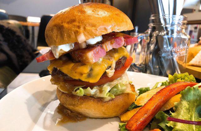 豊岡市出石町福住にあるカフェ「AK café エーケーカフェ」の特大ハンバーガーを食べてきたよ!
