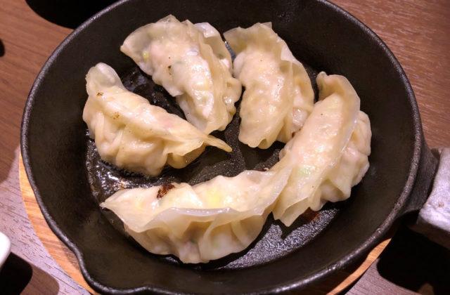 豊岡市千代田町にある焼き鳥屋「権四郎(ごんしろう)」の「鶏ミンチ餃子」が美味い!