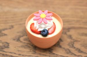 豊岡市若松町にあるケーキ屋「カタシマ KATASHIMA 豊岡店」の「イースタープリン」と「春の苺フェア」の...