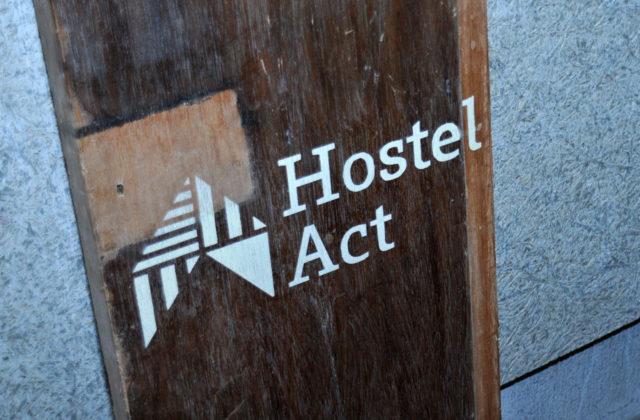 豊岡市千代田町ふれあい公設市場にゲストハウス「Hostel Act」とちょい飲みご飯「もりめ食堂」がオープ...